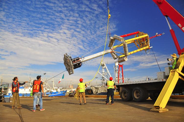 Se instala e inicia pruebas la primer boya oceanográfica BOMM construida en CICESE